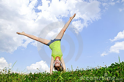 young-girl-doing-cartwheel-11567017
